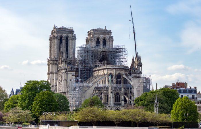17 avril 2019  Notre Dame de Paris, Le jour d'après. Travaux de renforcement en cours pour éviter un effondrement de la cathédrale.